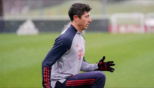 Lewandowski Resumes Light Training After Knee Injury