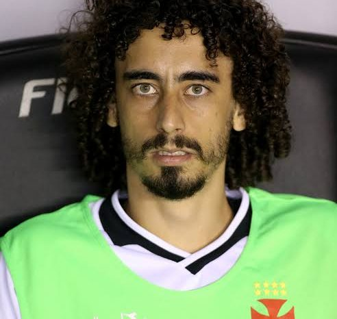 Player in Brazil Serie B match subbed at half-time with COVID-19